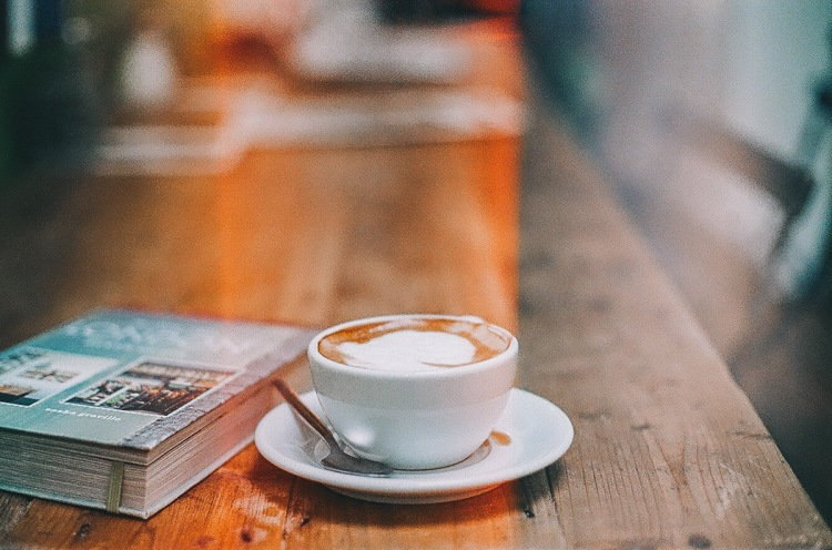 Coofee, Books, Kinfolk, Portobello, Cappuccino, Chocolate, Cake, Analogic, Lens Flare, Film, 35mm, Daniel Farò, Photography, Grain, Hipster